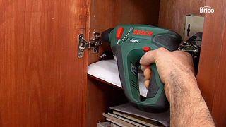 Cómo cambiar las bisagras de un armario paso a paso