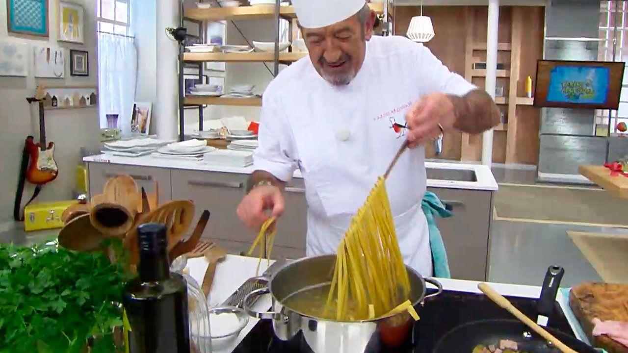 Karlos Arguiñano cocinando espaguetis