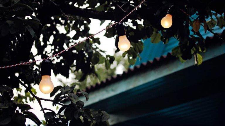 Luces para decorar un jardín pequeño