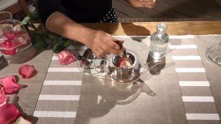 Cómo hacer agua de rosas (¡en 4 pasos!) - Esencia pura de rosa