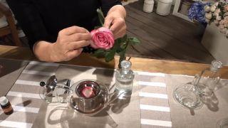 Cómo hacer agua de rosas (¡en 4 pasos!) - Pétalos de rosa
