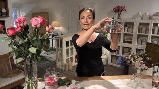 Cómo hacer agua de rosas (¡en 4 pasos!) - Agua mineral