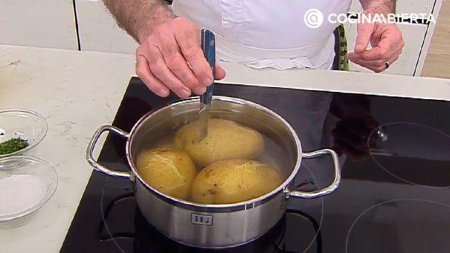 Puré de patatas cremoso de Karlos Arguiñano - paso 2