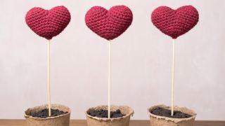 Corazones de crochet para las plantas
