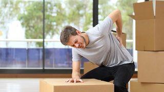 Costocondritis: qué es y cómo diferenciar el dolor del de un infarto - Levantar objetos pesado