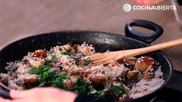 Paso 4 de la receta de Paella montañesa con setas