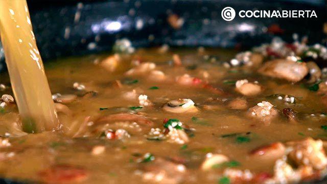 Paso 5 de la receta de Paella montañesa con setas
