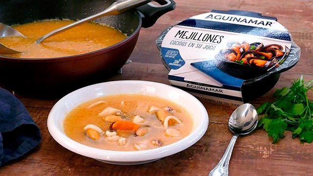 Sopa de pescado con calamares y mejillones