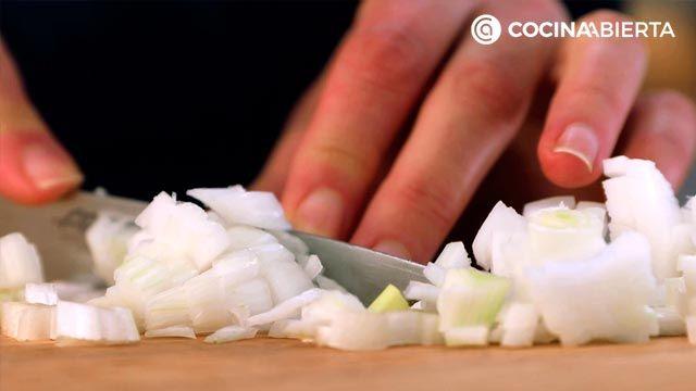 Paso 1 de la receta de Canelones de calabacín rellenos de langostinos y verduras