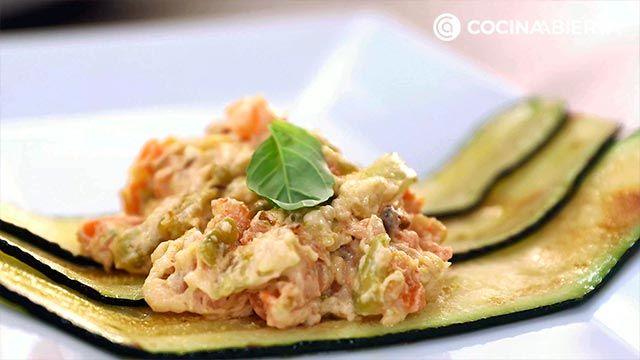 Paso 6 de la receta de Canelones de calabacín rellenos de langostinos y verduras