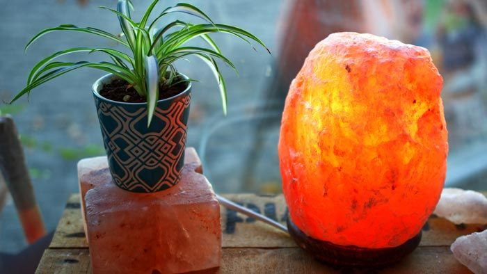 Lámpara de sal para controlar la humedad en casa