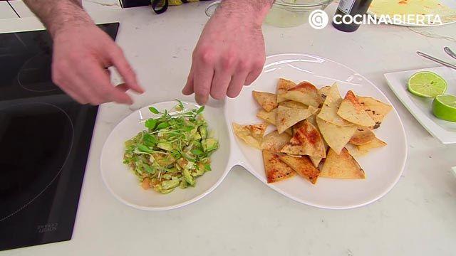 Totopos (nachos) con guacamole