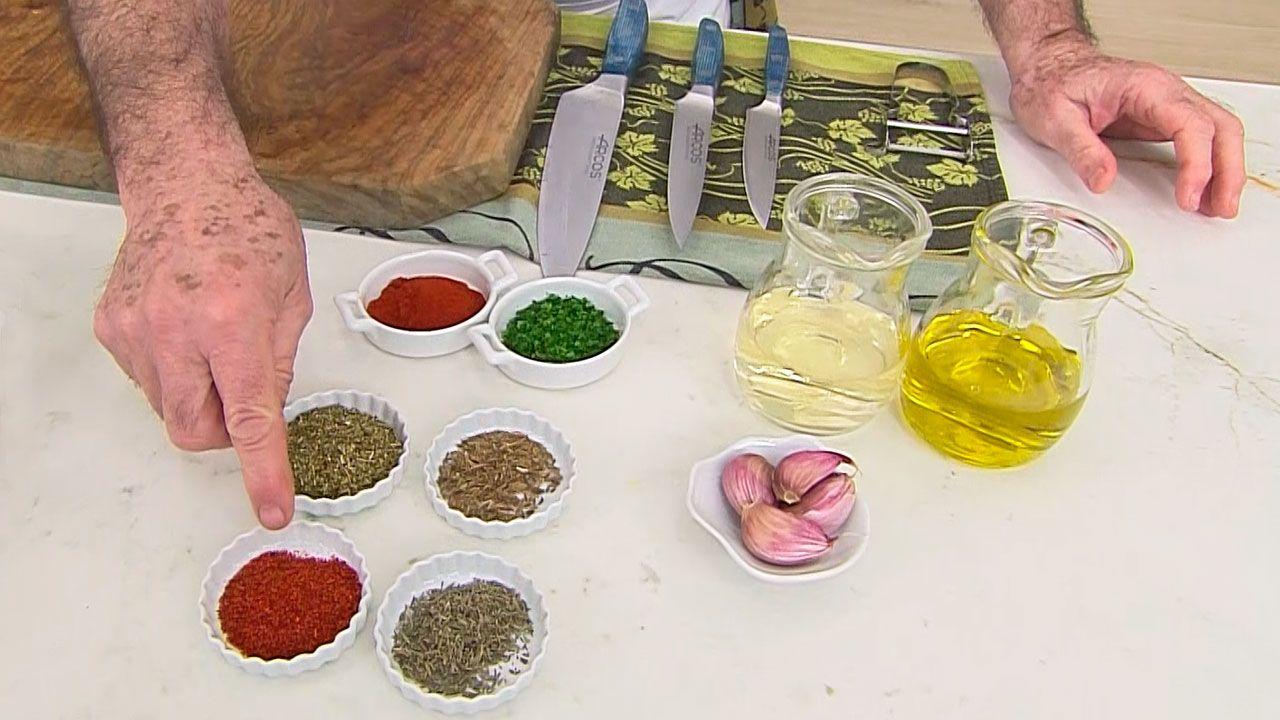 Cómo hacer salsa chimichurri, receta fácil de Karlos Arguiñano - Paso 1
