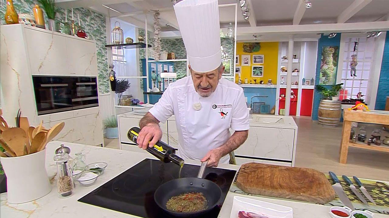 Cómo hacer salsa chimichurri, receta fácil de Karlos Arguiñano - Paso 2