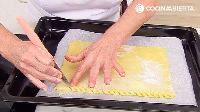 Tarta de fresas naturales (con nueces y crema pastelera), un postre fácil al horno de Eva Arguiñano  - paso 1