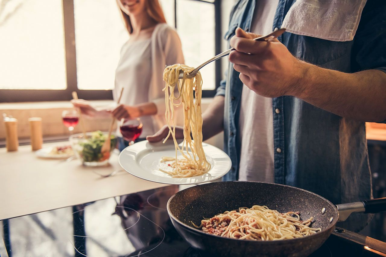 Recetas fáciles con espaguetis para una cena romántica - preparar la pasta
