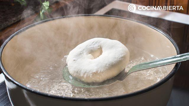 Cómo hacer bagels caseros, las rosquillas de pan más populares de New York - paso 3