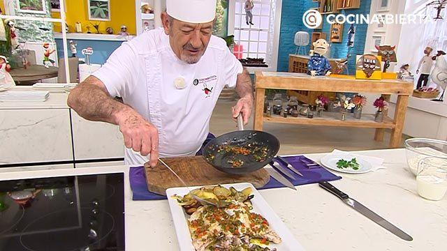 Cogote de merluza al horno con patatas panadera y vinagreta caliente, un delicioso pescado de Karlos Arguiñano - paso 4