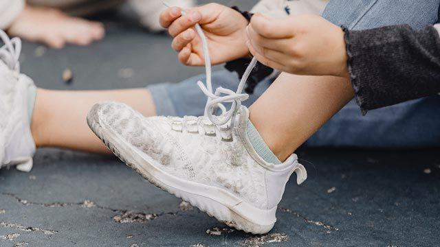 Cómo lavar las zapatillas blancas