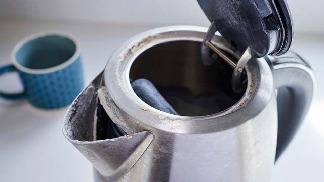 Limpiar el hervidor de agua eléctrico con trucos caseros