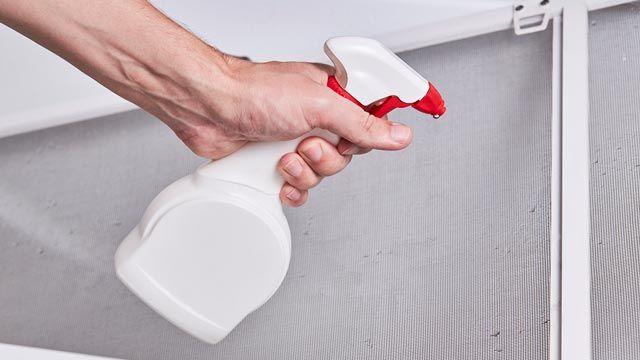 Cómo limpiar la mampara de la ducha con vinagre