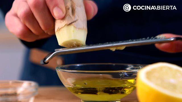 Paso 2 de la receta Timbal de aguacate y langostinos