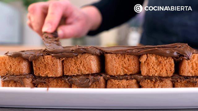 Paso 3 de la receta Tarta de chocolate y bizcocho