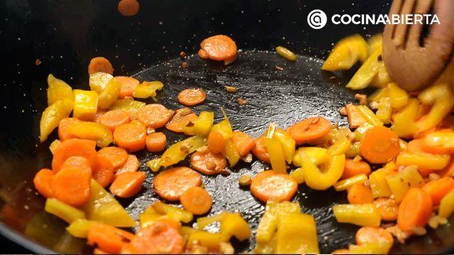 Paso 2 de la receta de Wok de carne de conejo y verduras