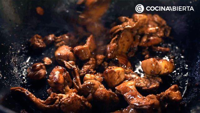 Paso 4 de la receta de Wok de carne de conejo y verduras