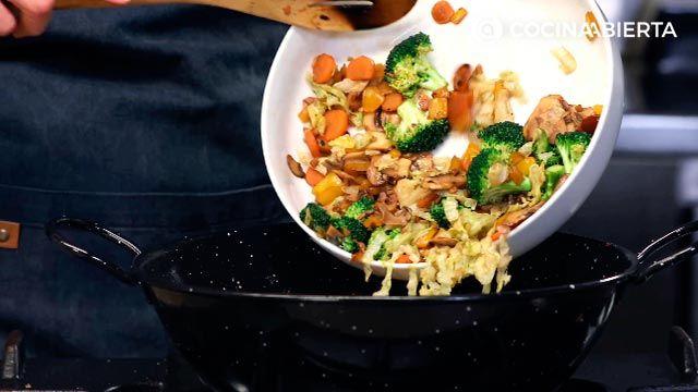 Paso 5 de la receta de Wok de carne de conejo y verduras