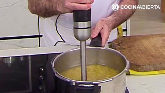 Crema de garbanzos con bacalao