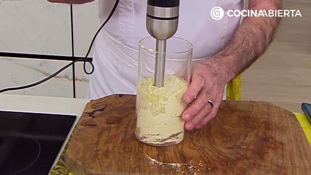 Crepes de garbanzo con salchichas de pollo