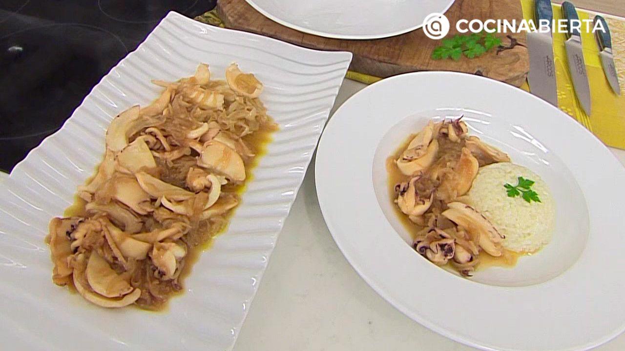 Chocos (sepia) encebollados con guarnición de arroz