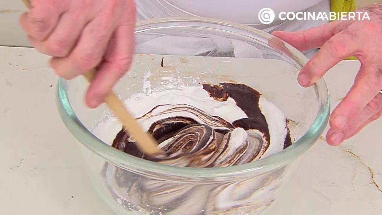 Cucuruchos rellenos de mousse de chocolate