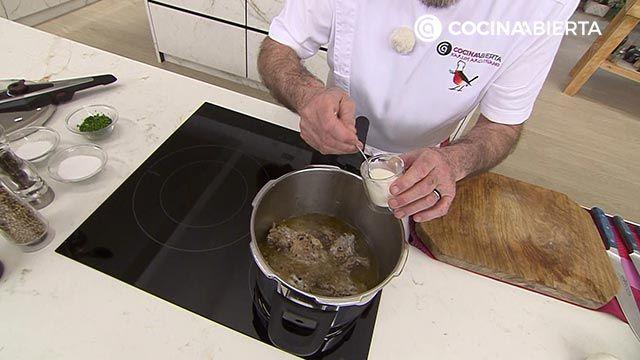 Paletilla de cordero en olla - Paso 4