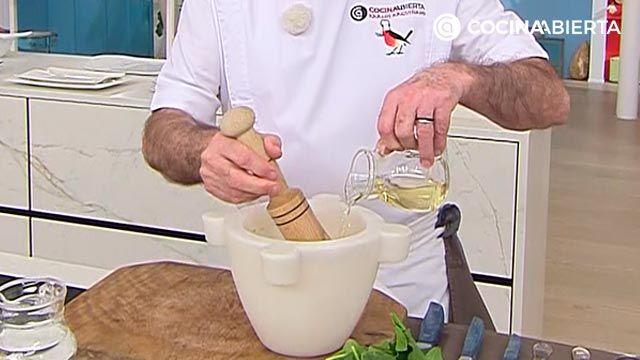 Majado de ajo para costillas al horno, receta de Karlos Arguiñano - paso 2