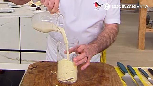 Masa de crepes salados con harina de garbanzo, ¡receta fácil de Karlos Arguiñano! - paso 1