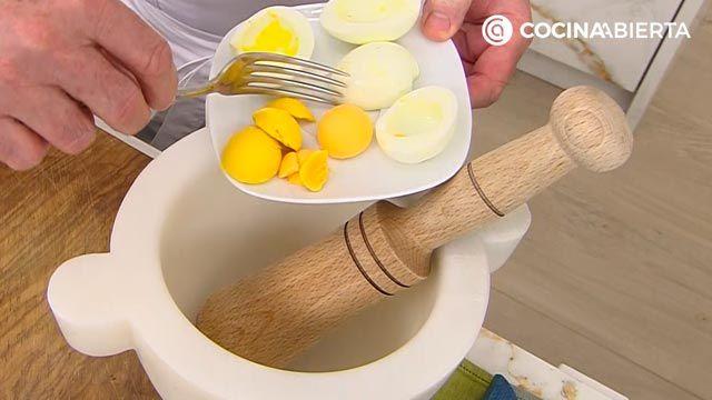 Pollo en pepitoria, la receta tradicional de Karlos Arguiñano - paso 4