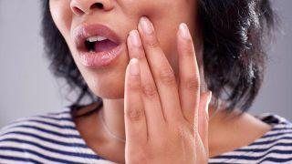 Qué es la piedra de alumbre y por qué se utiliza como desodorante