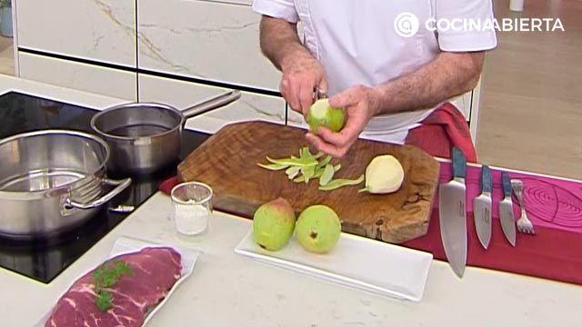 Cerdo salteado con salsa de Oporto, una receta tradicional de Karlos Arguiñano - paso 2