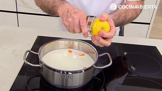 Mini torrijas de pan (con bollitos de hamburguesa), la receta más cremosa de Karlos Arguiñano - paso 1