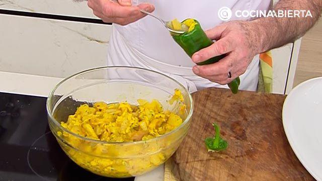 Pimientos verdes rellenos de tortilla de patata, la receta de Karlos Arguiñano - paso 2