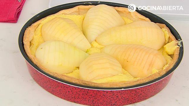 Tarta de peras con crema franchipán, un postre fácil al horno de Eva Arguiñano - paso 3