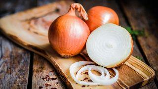 Remedios naturales para hacer crecer las cejas - Cebolla