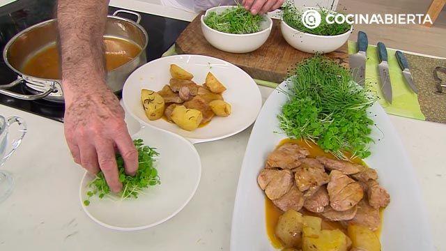Solomillo de cerdo en salsa de naranja y jengibre, la receta de Karlos Arguiñano - paso 4