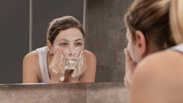Tipos de limpiadores faciales: leche limpiadora