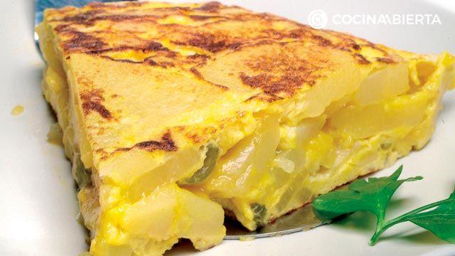 Truco para que la tortilla de patatas quede jugosa y alta - Receta tradicional