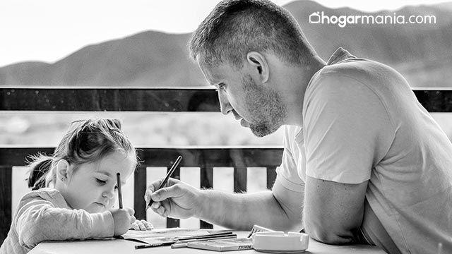 Trucos para que tus hijos aprendan inglés desde pequeños - Padre e hija
