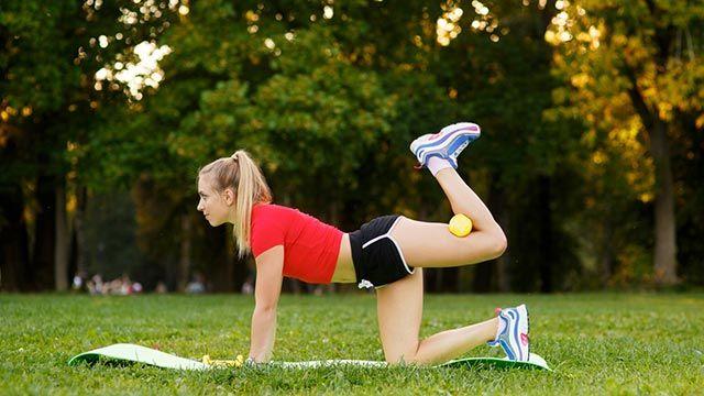 5 ejercicios para glúteos y piernas para hacer en casa (y decirle adiós al