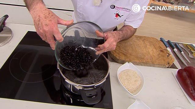 Arroz congrí por Karlos Arguiñano, la popular receta cubana de arroz con alubias negras - paso 2